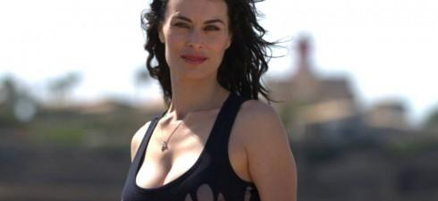 Amici di Mondospettacolo, oggi voglio presentarvi una bellissima e bravissima attrice italiana, il suo nome è Adele Perna. Ciao Adele, benvenuta su Mondospettacolo. Ciao Alex, grazie. Adele, come e quando...