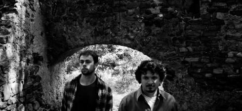 Dead Bouquet – As Far As I Know La rock band laziale presenta il disco esordio, uscito il 27 Ottobre per Seahorse Recordings: tredici tracce mistiche e notturne, fra psichedelia...