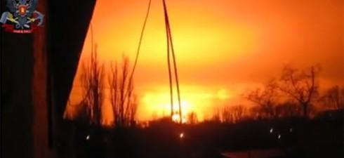 Ieri sera, 8 febbraio 2015, una massiccia esplosione è stata registrata e filmata a Donetsk. Tra l'assordante silenzio stampa dei mass media di regime occidentali, stanotte sono comparse le prime...