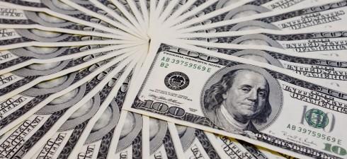 """Il denaro non riuscirà mai a ripagarci per ciò che noi facciamo per lui """"Gli economisti sono dei chirurghi che posseggono un ottimo scalpello e un bisturi sbrecciato: lavorano a..."""