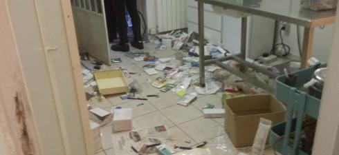 Una trentina di persone, fra cui alcuni minori, ha assaltato la sede e l'ambulatorio sociale ENPA di via Germagnano 8, distruggendolI completamente e lasciando terrorizzati ed imprigionati nelle gabbie rovesciate...