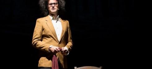 """Simone Cristicchi ha scelto il palcoscenico del Teatro Tor Bella Monaca di Roma per il debutto nazionale dello studio del suo nuovo spettacolo """"Il secondo figlio di Dio"""", con cui..."""