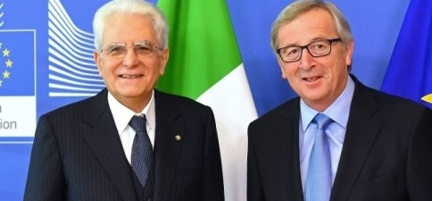 L'annunciato piano Juncker sembra un'ulteriore idiozia della burocrazia europea. Annunciare urbi et orbi che accoglieremo e ripartiremo migliaia di ulteriori immigrati avrà solo l'effetto di farli correre verso barconi malmessi...