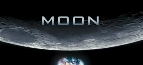 Sam Bell da 3 anni vive solo in una base lunare, sul lato oscuro della luna, lavora per la multinazionale Lunar Industries per spedire ogni giorno l'Helium 3, un prezioso […]