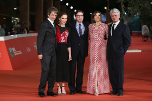 ROME, ITALY - OCTOBER 21: Sergio Rubini, Isabella Ragonese, Antonio Monda, Maria Pia Calzone and Fabrizio Bentivoglio attend a red carpet for 'Dobbiamo Parlare' during the 10th Rome Film Fest on October 21, 2015 in Rome, Italy. (Photo by Ernesto Ruscio/Getty Images) *** Local Caption *** Sergio Rubini;Isabella Ragonese;Maria Pia Calzone;Fabrizio Bentivoglio;Antonio Monda