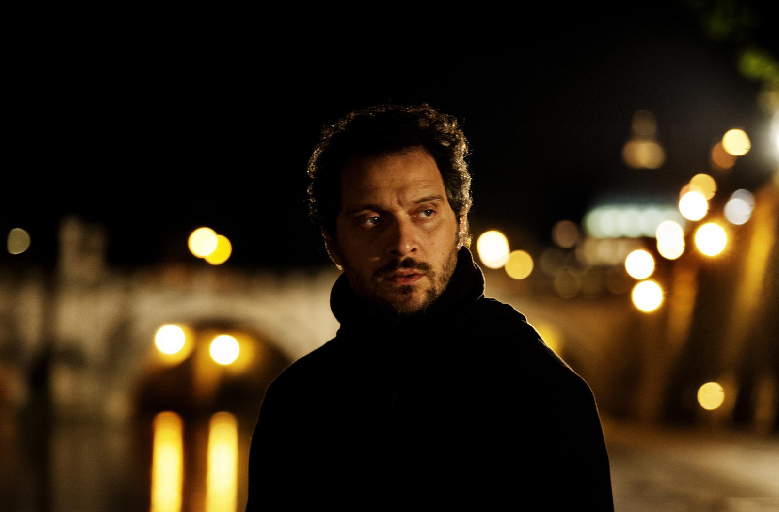 """La seconda giornata della Festa del Cinema di Roma si apre con il clamoroso e inaspettato""""Lo chiamavano Jeeg Robot"""" di Gabriele Mainetti. Dopo una rocambolesca fuga per le strade di […]"""