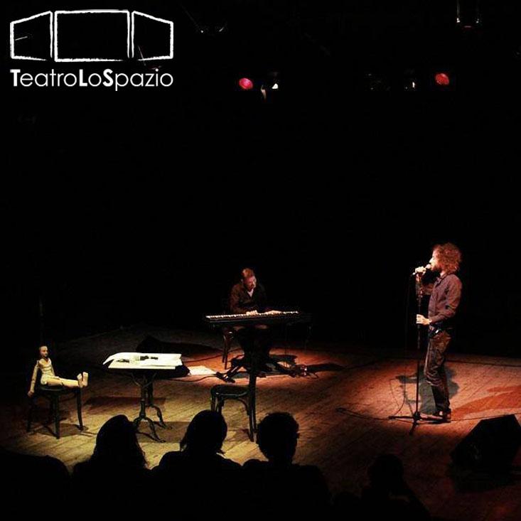 """Un atteso debutto al Teatro Lo Spazio. Dal 13 al 18 ottobre 2015 Francesco Tricarico torna sul palcoscenico diretto da Francesco Verdinelli con il suo nuovo spettacolo """"Solo per pistola"""". […]"""