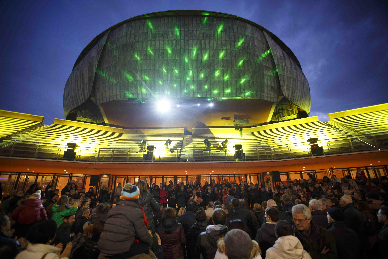 Si è inaugurato ieri, 8 dicembre, con grande affluenza di pubblico, Il Natale all'Auditorium, la festa dei romani, dei turisti, degli artisti, delle famiglie, di tutti i bambini, all'Auditorium Parco […]