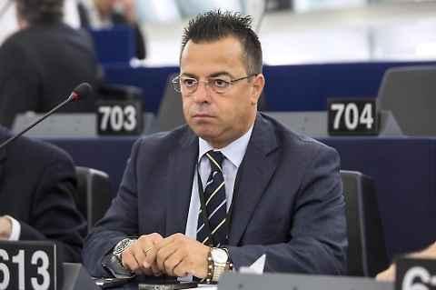 Gianluca Buonanno (Ln): al Parlamento Europeo le donne pensano solo ad occupare posti nei consigli di amministrazione e non a combattere quei maiali che impongono l'infibulazione alle bambine! Bruxelles, 03.12.2015 […]