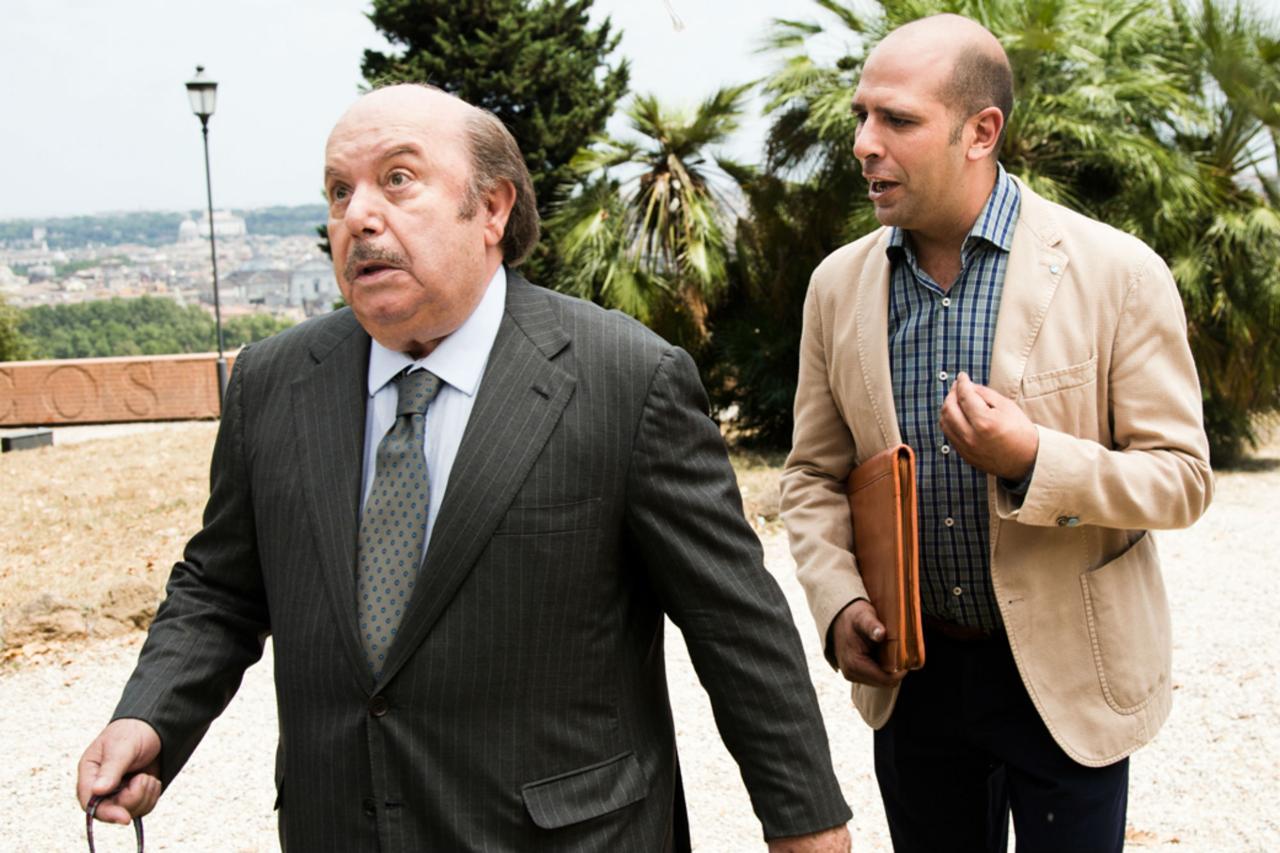 """Ancora un record per """"Quo Vado?"""". Il film con Checco Zalone, dopo gli oltre 22 milioni del week-end,ha incassato ieri (nonostante fosse lunedì) altri 4 milioni e 154 mila euro, […]"""