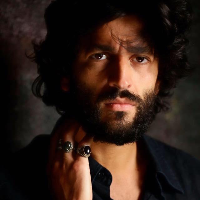Gianni Rosato, attore, incredibilmente bello anche se dalla faccia da cattivo, ha un talento esplosivo. Molto scaramantico non si pronuncia sui progetti futuri ma ha già un patrimonio artistico consolidato. […]