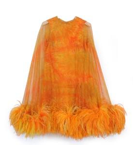 abito da sera appartenuto a Silvana Pampanini nei toni del giallo e dell'arancio con cappa bordata di piume di struzzo (Curiel)