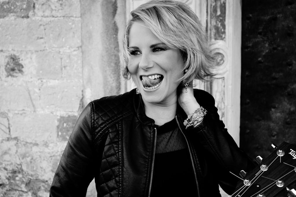 La cantautrice Chiara Ragnini torna sul palco in attesadel nuovo album, in lavorazione in queste settimane, e lo fa con un doppio appuntamento dal vivo nella Città dei Fiori, ospite […]