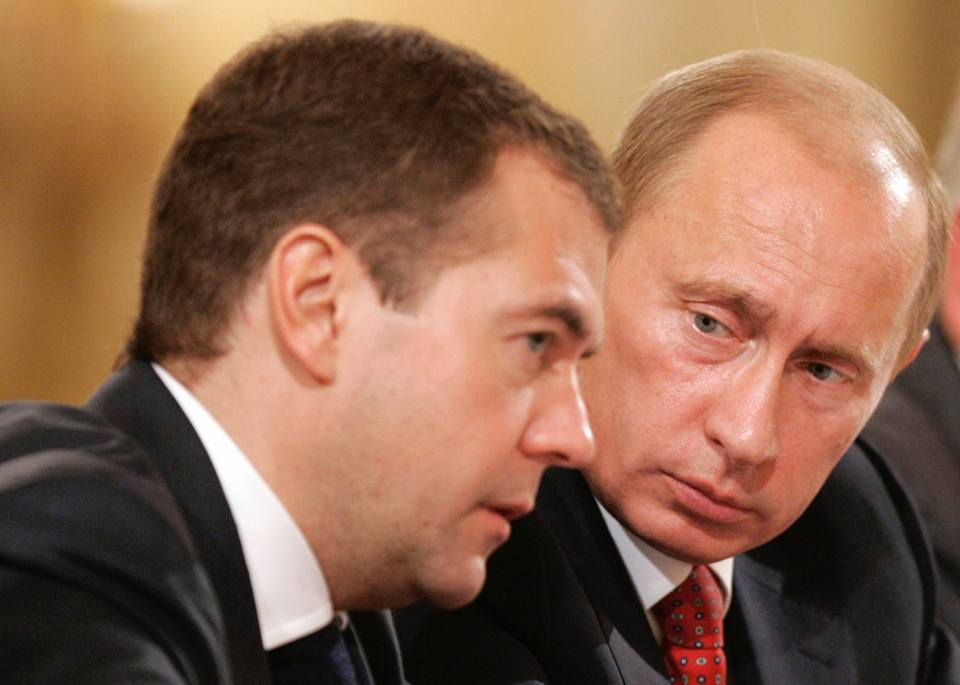 """MOSCA – In un'intervista esclusiva al quotidiano tedesco """"Handelsblatt"""", il premier russo Dmitrij Medvedev mette in guardia da una """"nuova guerra mondiale"""". Il capo del governo russo attacca la […]"""