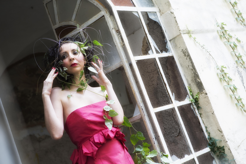 Mondospettacolo ha incontrato la conduttrice televisiva romana Maura Carotti, artista poliedrica, che si è raccontata al nostro giornale. Quando è entrato nella tua vita il mondo dello spettacolo? Da giovanissima, […]