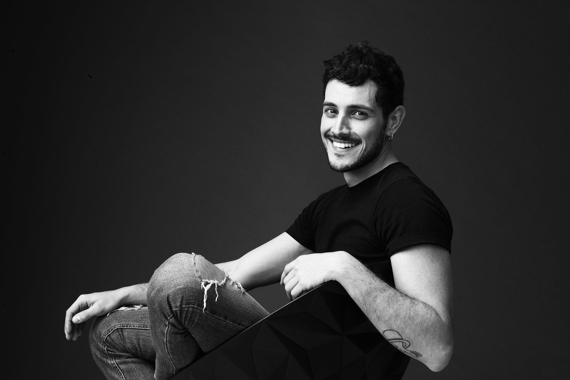 """Emanuel CASERIO, è il giovane amante 20enne di Sabrina FERILLI che vedrete in """"Forever Young"""", il nuovo film di Fausto BRIZZI uscito oggi in tutte le sale italiane. Il giovanissimo […]"""