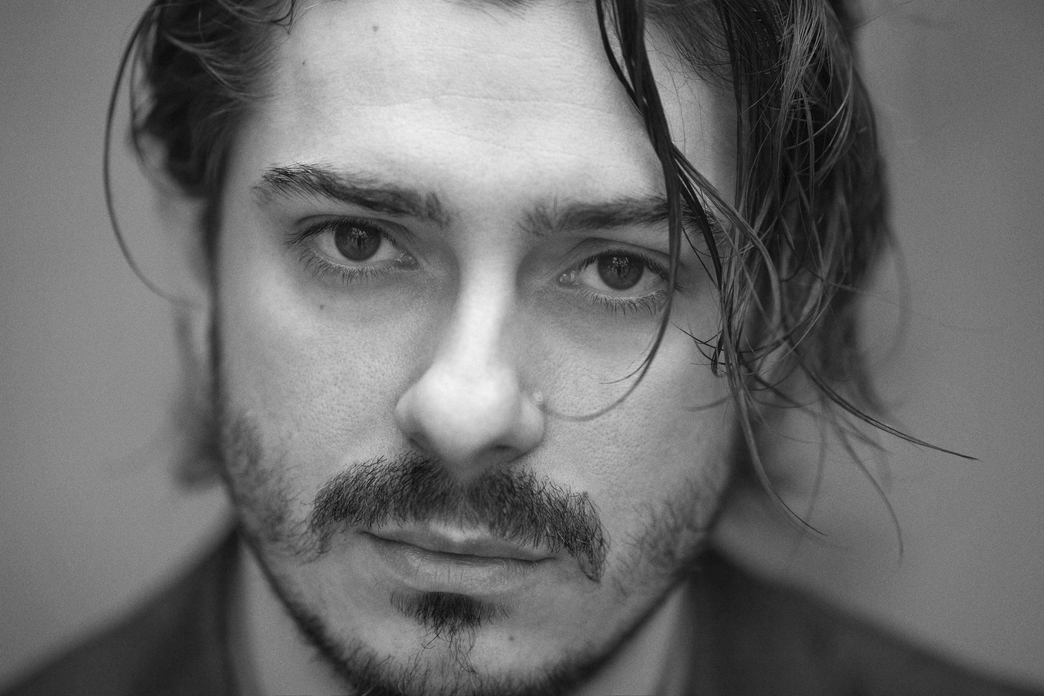 """Amici di Mondospettacolo, oggi sono in compagnia del bravissimo attore Jacopo Maria BICOCCHI , protagonista e primo nome del film """"Wax- We are the X"""" diretto da Lorenzo Corvino. Il […]"""
