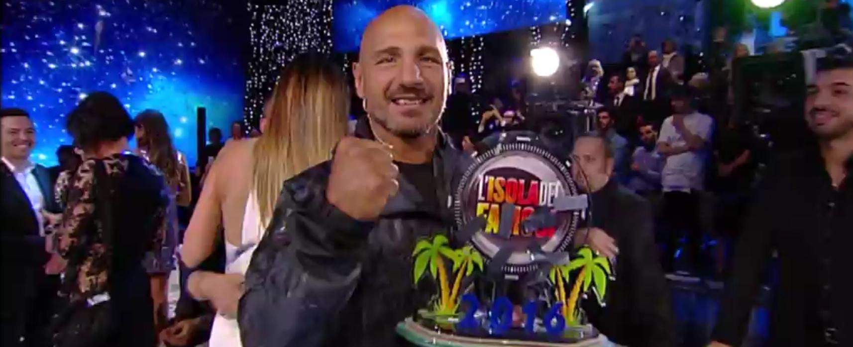 Si è conclusa l'edizione 2016 dell'Isola dei Famosi, il reality show più avventuroso della TV italiana. La finalissima è stata come sempre condotta da Alessia Marcuzzi, supportata dagli opinionisti Mara […]