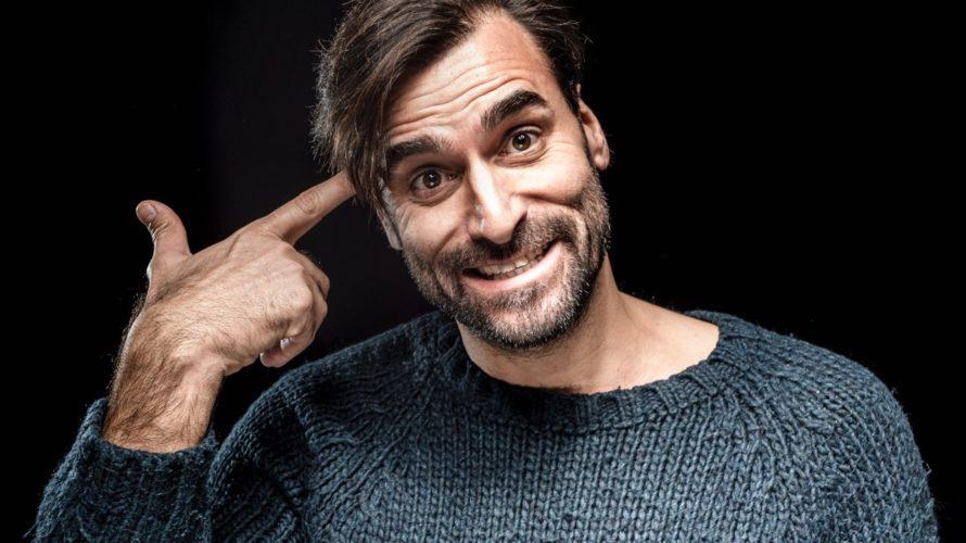 Abbiamo Intervistato Cyro in un delizioso caffè di Trastevere, dopo una breve attesa, lo vediamo arrivare : barba e sorriso smagliante .. Ecco Cyro attore, modello… Ciao Cyro. Ciao. Cosa […]