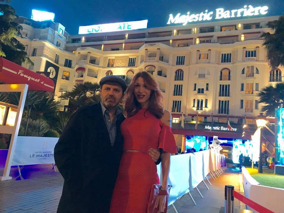 Sbarca a Cannes, distribuito da Poker Entertainment, Un nuovo giorno, ultimo film di Stefano Calvagna, ispirato alla storia vera di Sveva Cardinale, che nel film interpreta se stessa e racconta […]