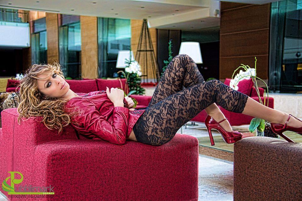 Mirella Limotta è la bellissima protagonista del nostro editoriale di oggi. Ballerina, fotomodella, conduttrice, showgirl e insegnante di Danza. Ciao Mirella, benvenuta su Mondospettacolo, come stai innanzitutto? Ciao a voi […]