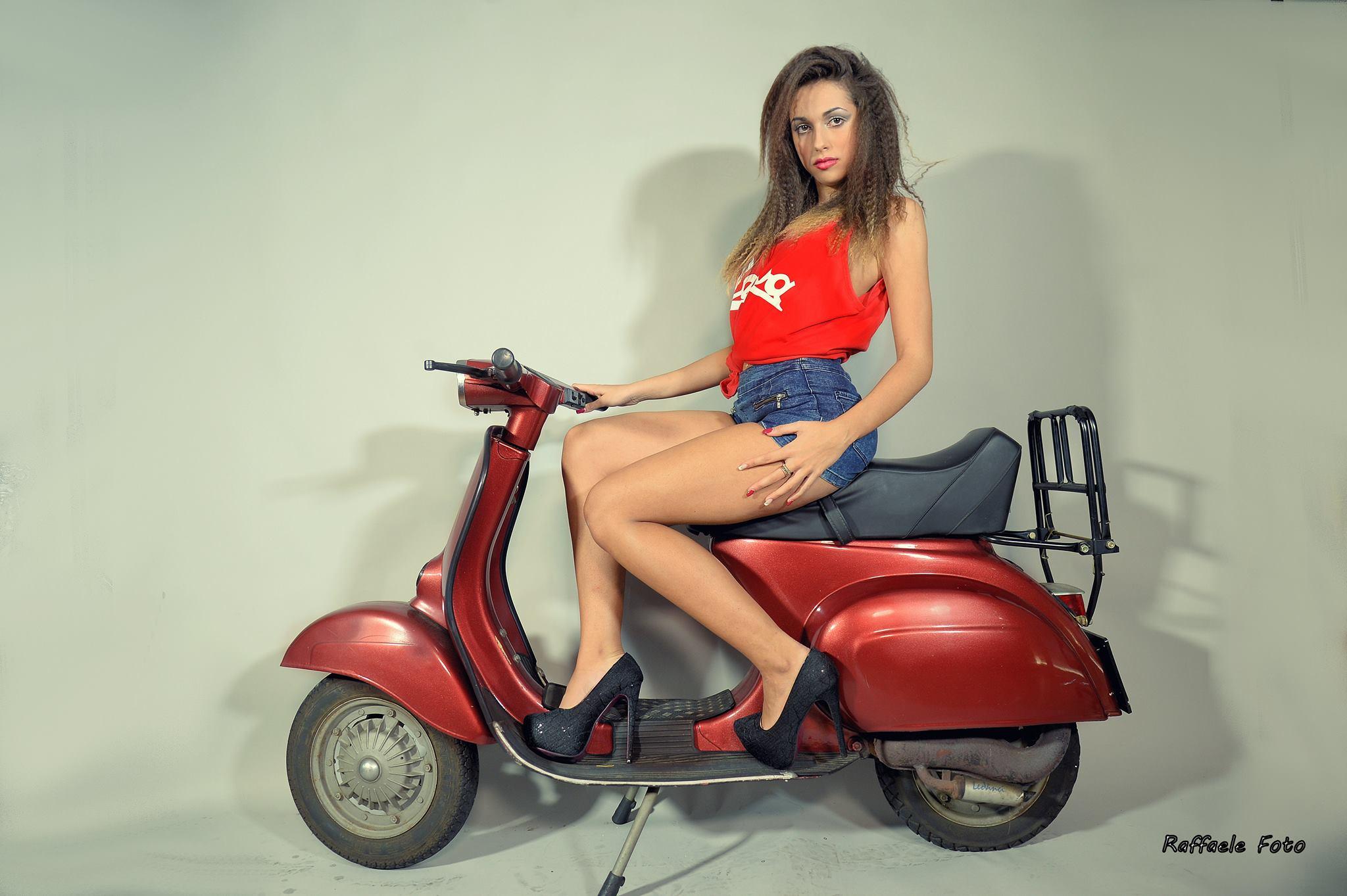 Martina D'Emilio, è la bellissima e giovanissima protagonista del nostro editoriale, nonostante la sua giovane età (16 anni da poco compiuti), ha già raggiunto diversi traguardi nell'ambito della moda e […]