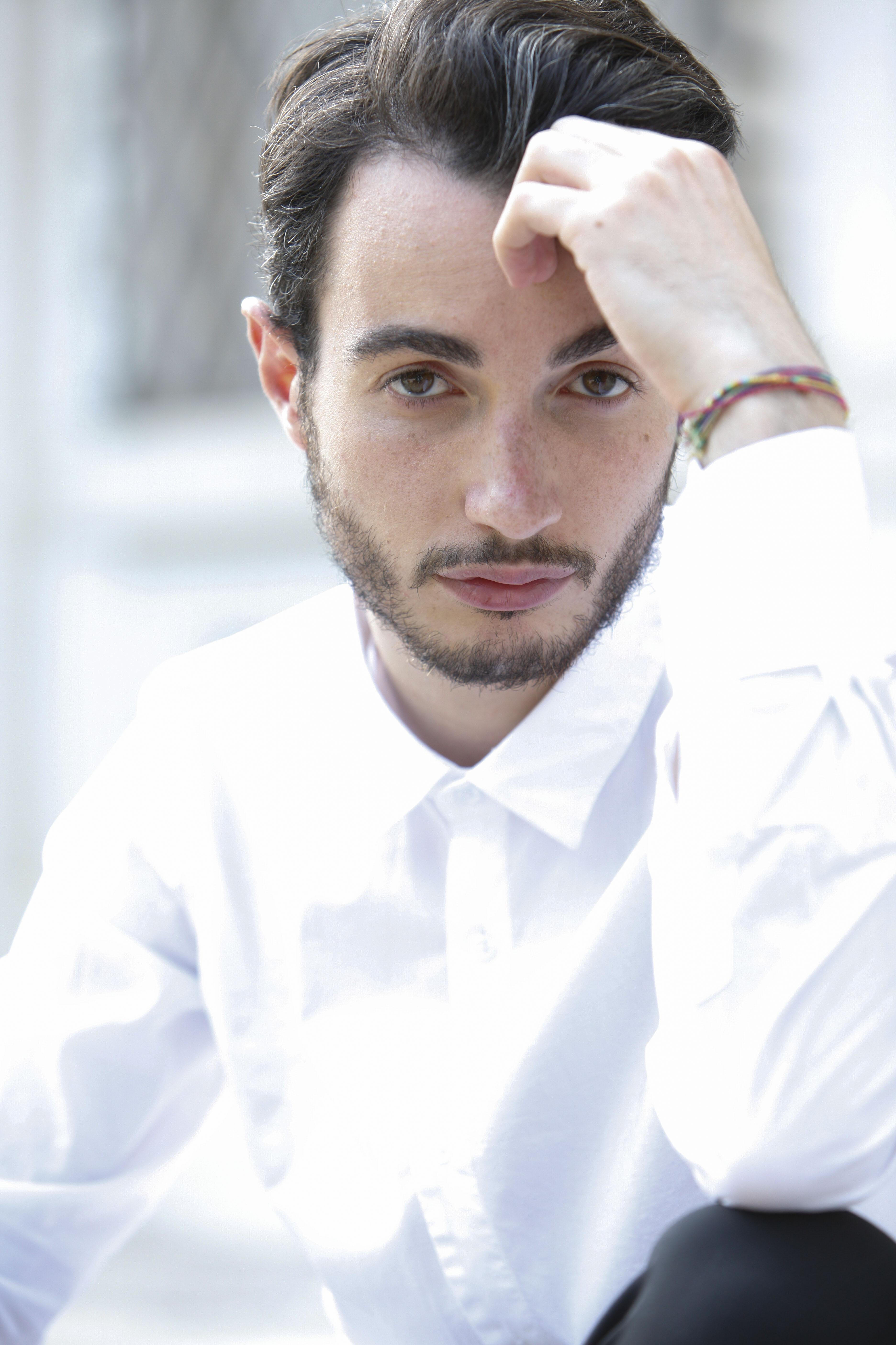 """""""La luna e l'alieno"""" (Suoni dall'Italia) è il nuovo singolo di Marco Martinelli, in rotazione radiofonica e in digital download a partire da venerdì 6 maggio: una fiaba, una […]"""