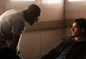 "Idris Elba e Richard Madden in ""Bastille Day"""