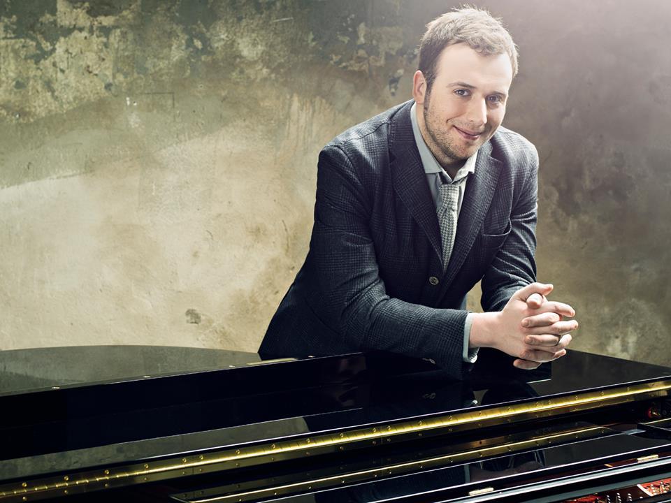 Dal15 luglio, torna in radio e su tutte le piattaforme digitali uno dei cantautori più eclettici e geniali della musica italiana, Raphael Gualazzi, che si prepara a lasciare il segno […]