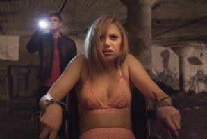 """Jake Weary e Maika Monroe in """"It follows"""""""