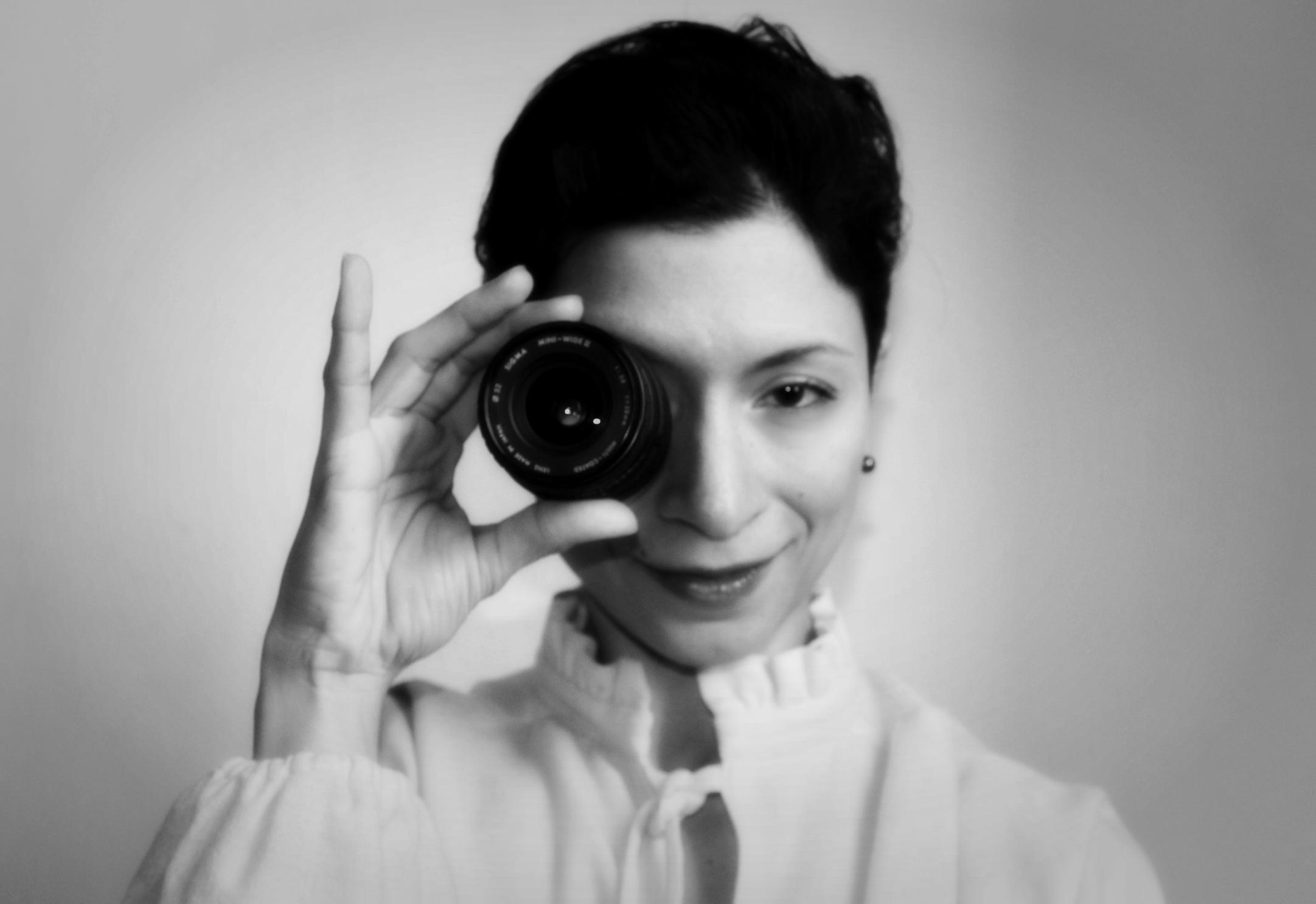 Abbiamo incontrato la giovane regista, Nicole Toscano, cresciuta nella scuola tedesca di Milano, che ci ha parlato del suo nuovo progetto artistico, con il quale partecipa al Roma Web Fest. […]
