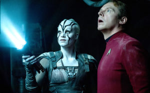 "Sofia Boutella e Simon Pegg in ""Star Trek Beyond"""