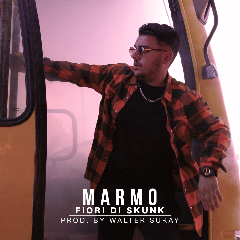 """Arriva in tutti i digital store e in rotazione radiofonica""""Fiori Di Skunk""""il nuovo singolo diMarmo,uno dei più giovani rapper emergenti in Italia. Il brano è prodotto daWalter Suray (noto agli […]"""