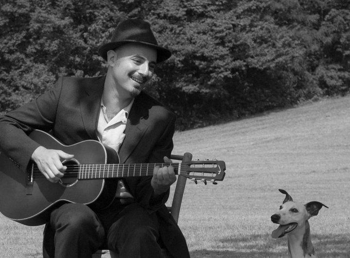 Mondospettacolo ha incontrato David Peron, il cantautore che fa delle sue poesie canzoni: Davide si è raccontato ai nostri microfoni, in questa intervista esclusiva. Ciao Davide, ben trovato, sei il […]