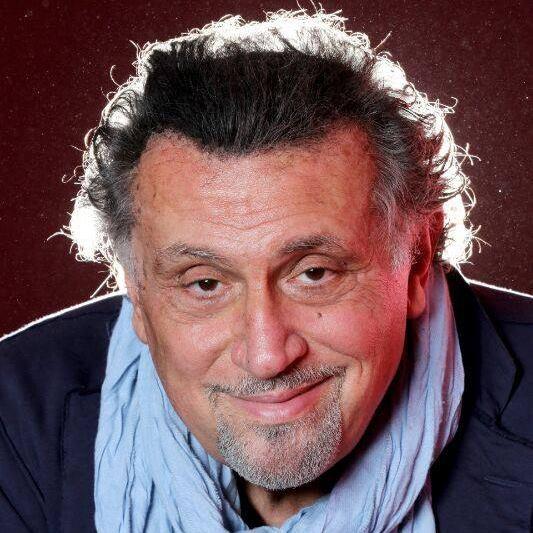 Andrea Roncato è uno degli attori italiani della bella commedia italiana degli anni 80 e 90. Fra le curiosità, è laureato all'Università di Bologna in Giurisprudenza, ed è anche diplomato […]