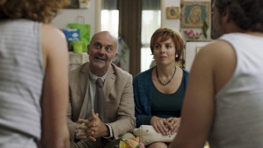 I genitori di Ferro, Franco (Sergio Pierattini) e Carla (Michela Cescon) - Piuma