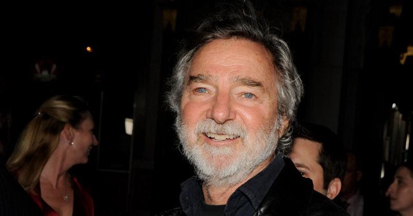 E' morto Curtis Hanson, regista e sceneggiatoredi L.A. Confidential, per il quale ha vinto anche un Oscar. Il 71enne è stato trovato morto martedì pomeriggio nella sua casa sulle colline […]