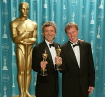 "Curtis Hanson e Brian Helgeland con l'Oscar per ""L.A. Confidential"""