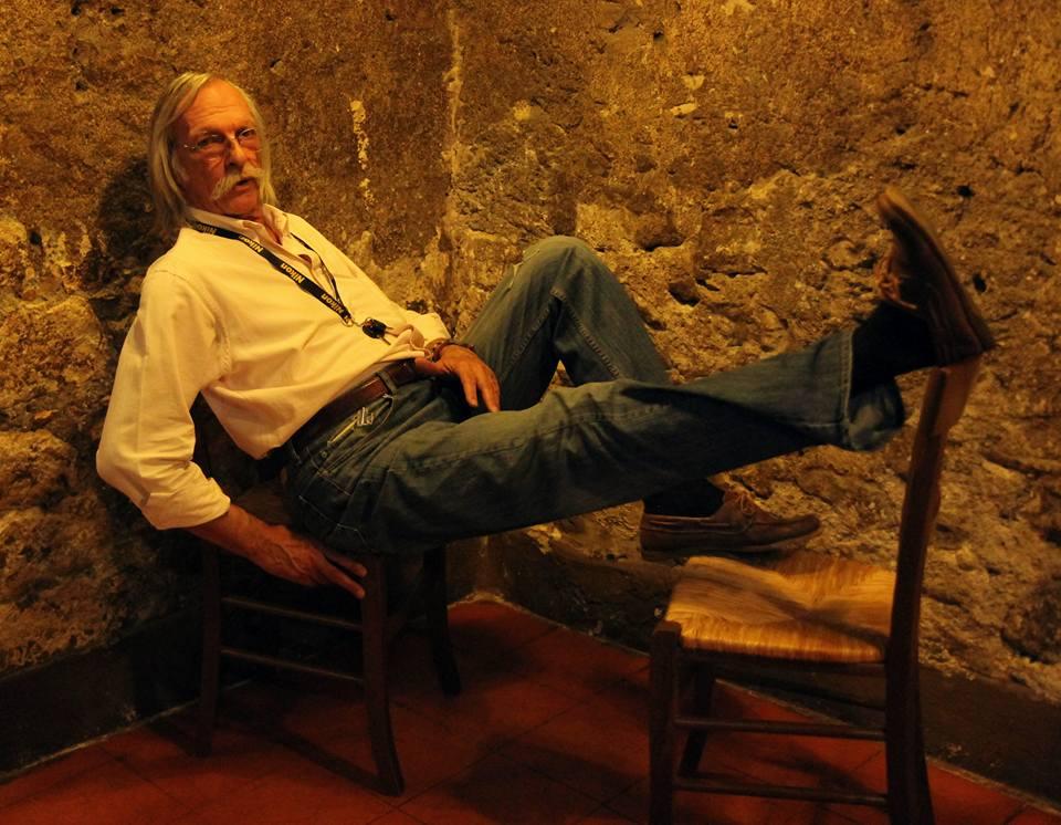 Ieri pomeriggio è scomparso uno dei maestri della fotografia Glamour italiana,Paolo Tallarigo: romano,classe 1946, dalla perenne sigaretta accesa; è stato fotografo per Playmen e Playboy Italia negli anni '80. Le […]