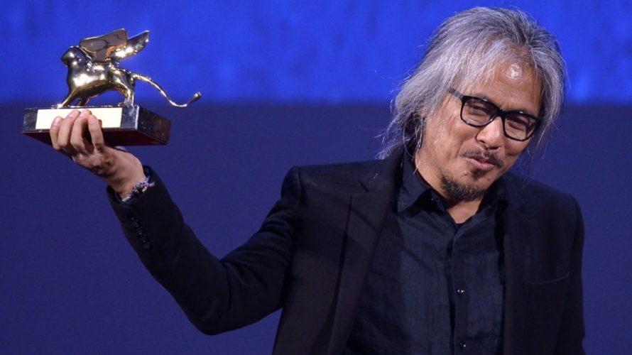 Si è conclusa con la cerimonia di premiazione la 73a edizione della Mostra del Cinema di Venezia. A condurre la serata l'attrice Sonia Bergamasco, brillante interprete di Quo Vado?di Checco […]