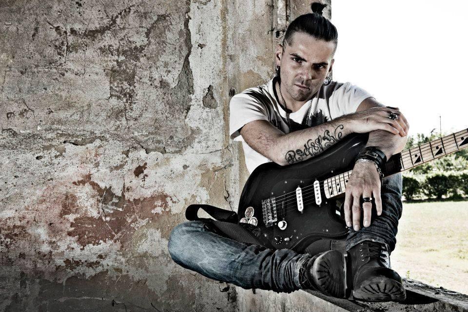 Mondospettacolo incontra il rocker Emil Spada, uno degli artisti sicuramente più interessanti nel panorama musicale italiano. Ciao Emil, benvenuto su Mondospettacolo, musica rock, musica che entra dentro, la tua, ti […]