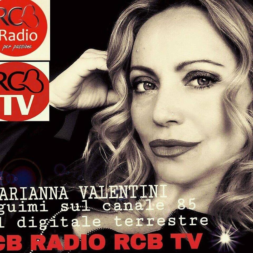 """Arianna Valentini è un attrice, conduttrice e speaker radiofonica di origine pugliese, per l'esattezza di Lecce. Ha iniziato la sua carriera quasi per caso facendo la comparsa nel film """"liberate […]"""