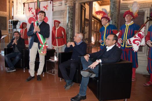 Il sindaco di Firenze Dario Nardella introduce il trio comico
