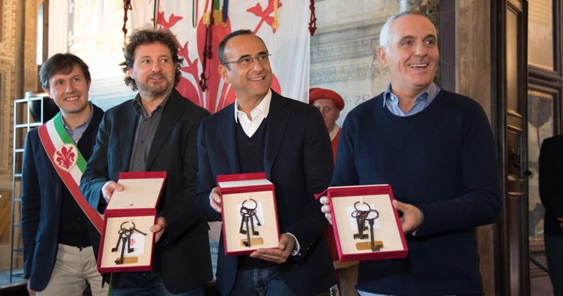 """Questa mattina, in un'affollata """"Sala dei Gigli"""" all'interno di Palazzo Vecchio a Firenze, il sindacoNardella ha consegnato le chiavi della città al trio di comici toscani Panariello-Conti-Pieraccioni, tutti nativi del […]"""