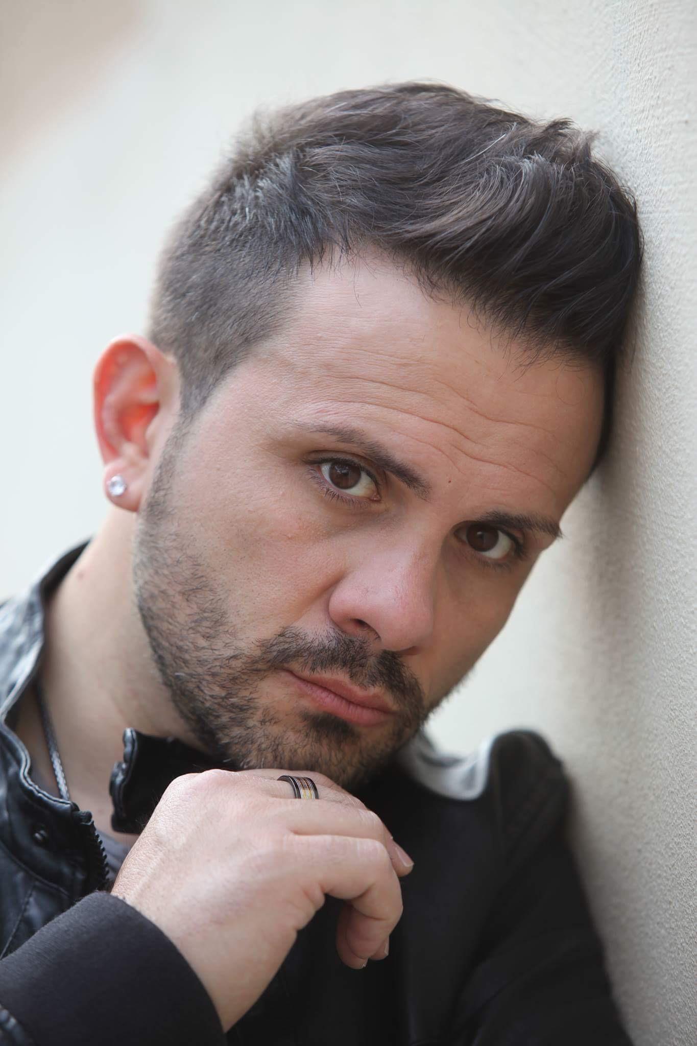Mondospettacolo incontra il cantautore Mauro Tummolo, alla vigilia dell'uscita del suo nuovo singolo, dal titolo Volevo solo dirti. Ciao Carissimo, ben trovato su Mondospettacolo: parlaci di questo tuo nuovo singolo, […]