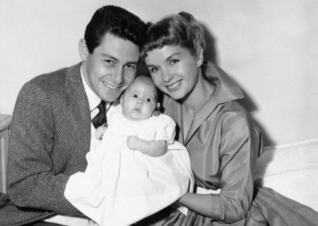 Debbie Reynolds con il marito Eddie Fisher e la piccola Carrie