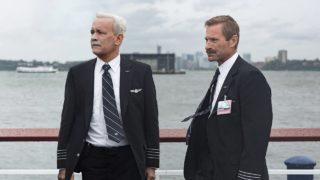 """Tom Hanks e Aaron Eckhart in """"Sully"""""""