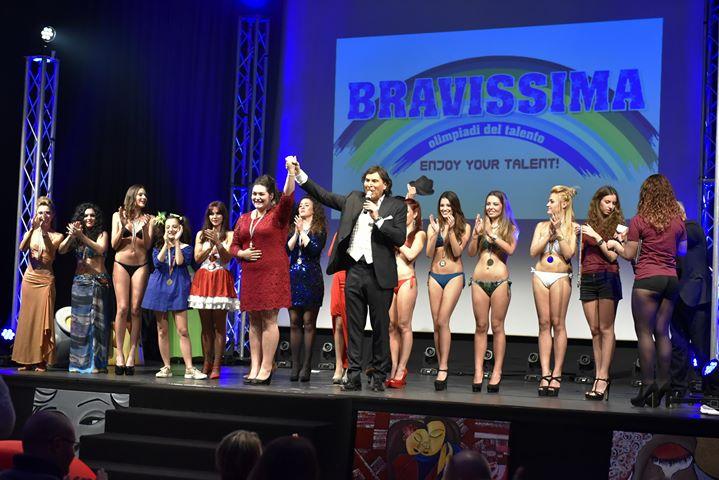 La Finalissima di BRAVISSIMA 2016 quest'anno si è svolta al Teatro Hotel Atlantic di Borgaro Torinese in un tripudio di ospiti, pubblico, ma sopratto di bravissime concorrenti. Di: Galgano PALAFERRI […]
