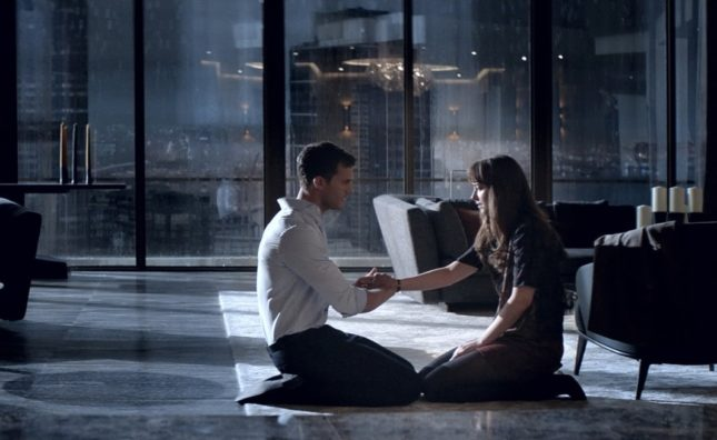 Jamie Dornan (Christian) e Dakota Johnson (Ana) in Cinquanta sfumature di nero
