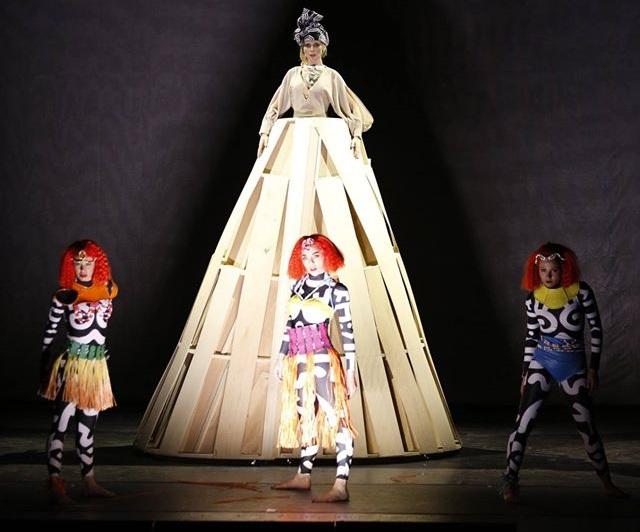 Diana & Lady D - Serena Autieri con le ballerine tribali